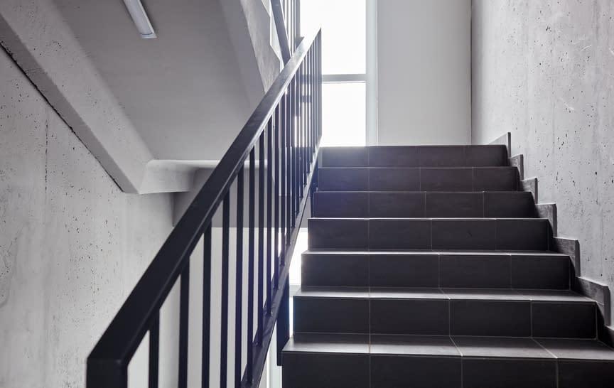 Entenda a importância da manutenção no sistema de pressurização de escadas de incêndio